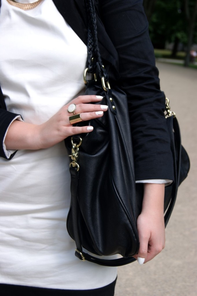 bw-outfit-contrast-blogger