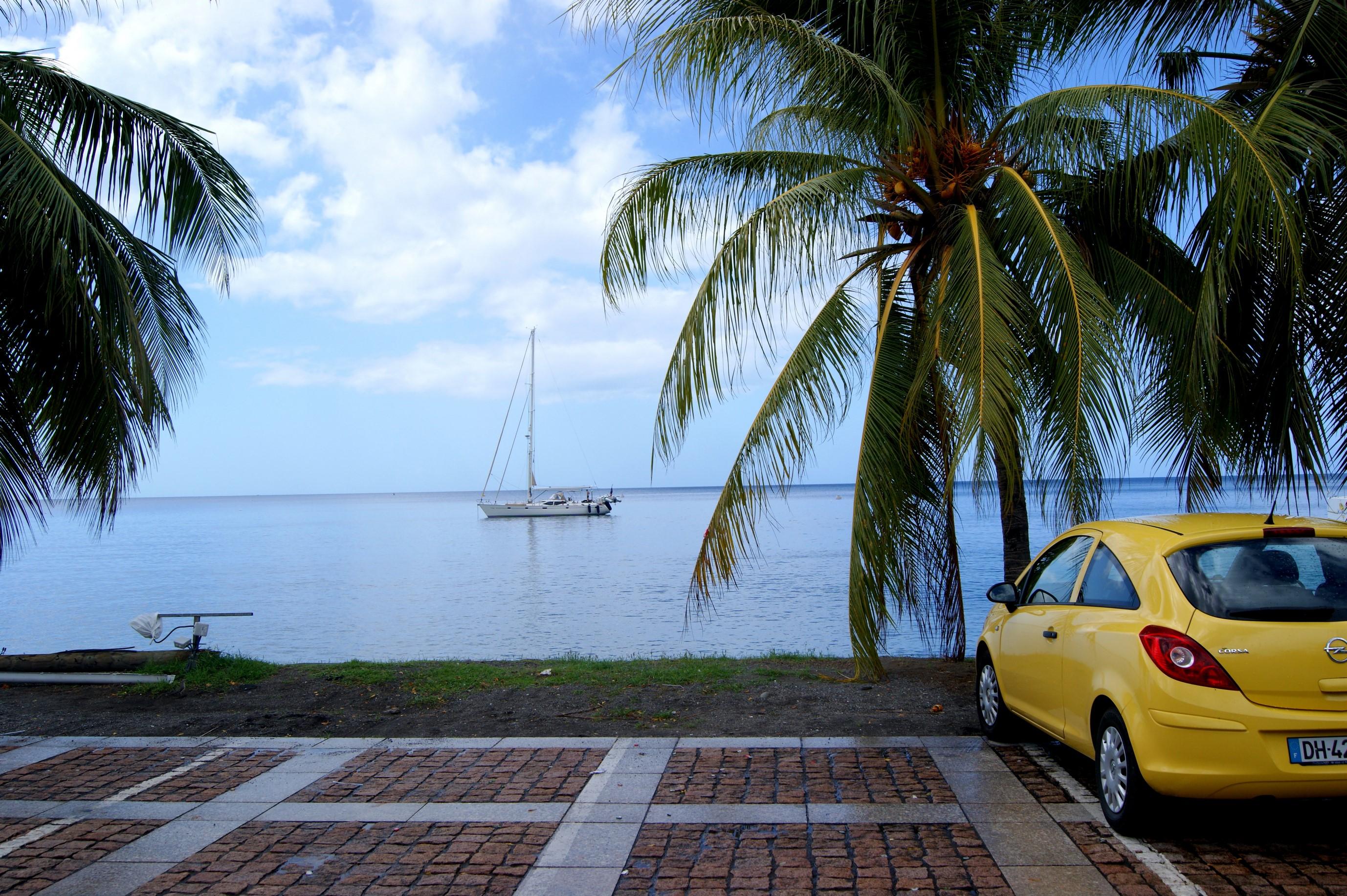 Ot taki zwykły parking i nasza bananowa Corsa ;)
